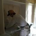 造作の棚に塗装をしています。
